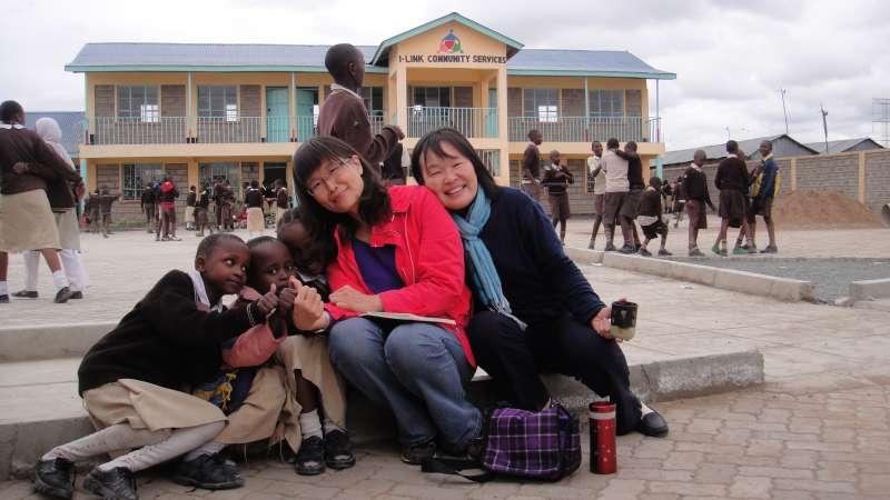 肯亞貧窮家庭,不論大人、小孩,因為沒有錢,往往一天只吃一餐,Melody辦學校,除了教育,她也絕對不會讓孩子餓著了。(圖/謝幸吟提供)