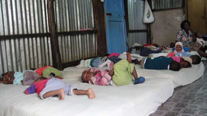 Yatta中心的的幼幼之家 – nursing school,現在收容75名嬰幼兒,最小的今年七月二十八日才出生,最大的四歲半,他們有的是懷孕的未成年少女,在兒童之家產下的,有的則是跟著小媽媽一起來。(圖/謝幸吟提供)