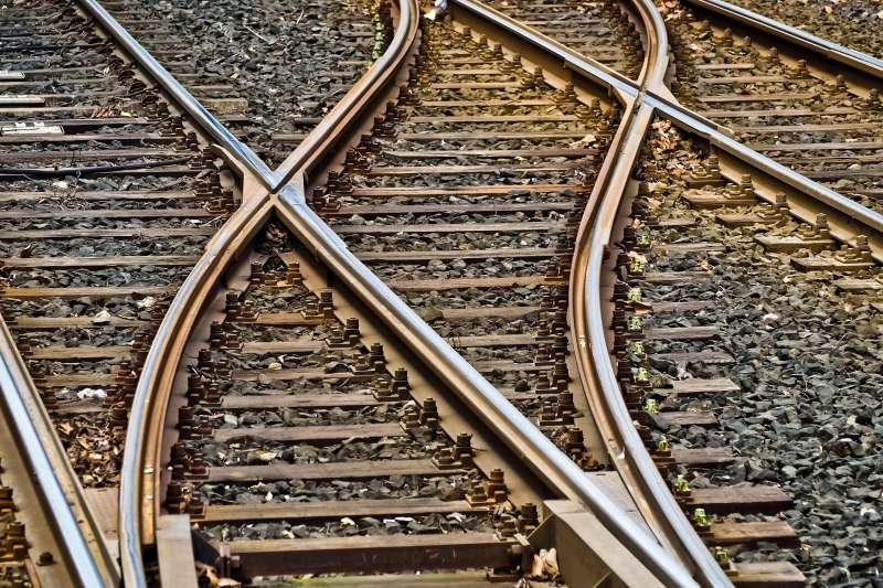 高鐵建設橫跨兩國的案例逐漸成為全球常態。(圖/想想論壇提供)