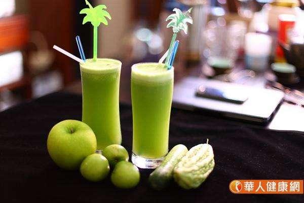 苦瓜蘋果汁含有非常豐富的維生素C,養顏美容,又能幫助身體消除疲勞。(圖/華人健康網)