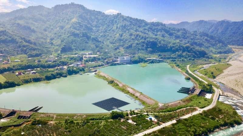 20180810-台電在大甲溪馬鞍壩打造首座水上太陽光電站。(台電提供)