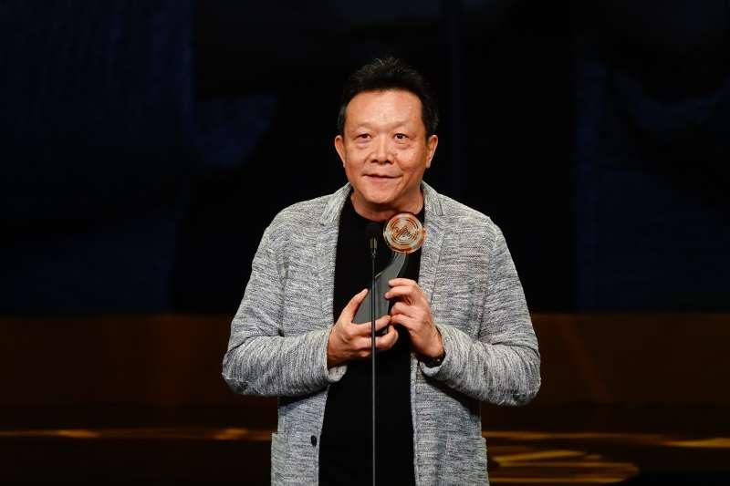20180811-第29屆傳藝金曲獎於11日晚間登場,最佳創作獎作曲類由指揮家李英以《傾聽臺灣土地的聲音風景》專輯的《寂靜山徑》奪下。(國立傳統藝術中心提供)