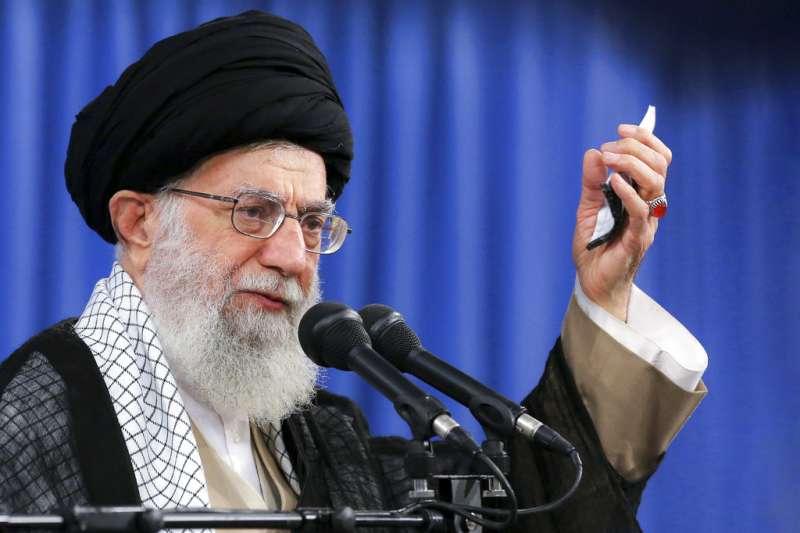伊朗最高領袖哈米尼13日發表演說,指伊朗拒絕與美國談判,也不會與美國開戰。(AP)