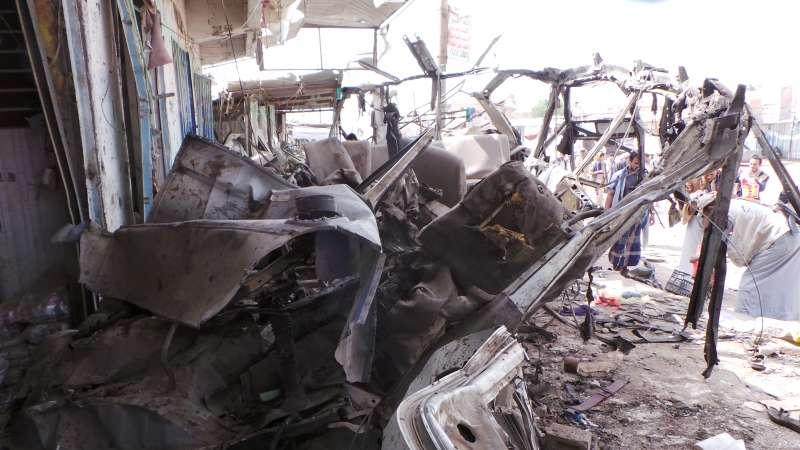 葉門北部薩達省的一輛校車9日遭到沙烏地阿拉伯領導的盟軍空襲,校車被完全燒毀(AP)