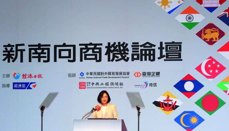 總統蔡英文經常親自上陣,說明蔡政府對新南向的重視。(郭晉瑋攝)