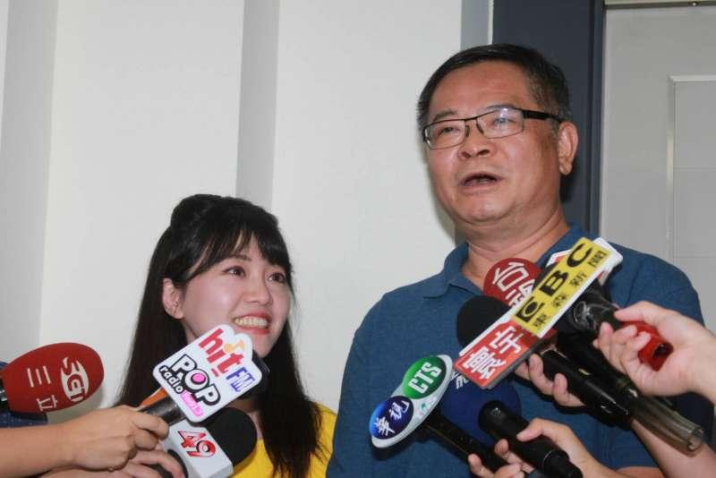20180815-民進黨市議員高嘉瑜、李建昌15日在議會受訪。(方炳超攝)