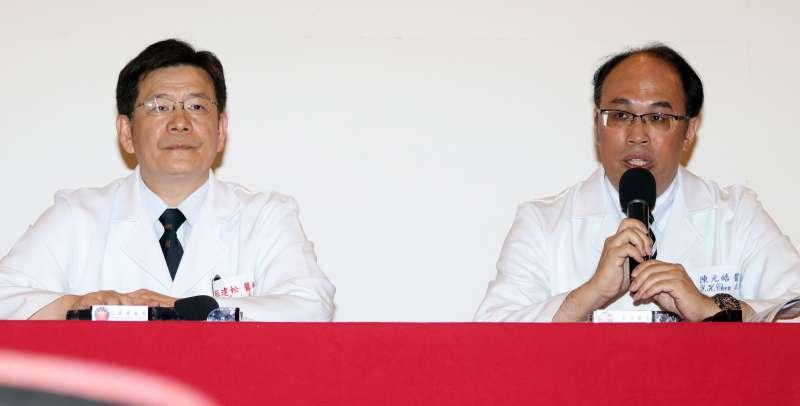 20180816-三總院長蔡建松少將(左)、神經外科部主任陳元皓(右)出席記者會。(蘇仲泓攝)