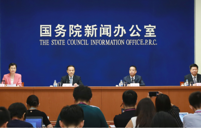 中國國務院新聞辦公室記者會宣布九月一日起,印發並實施發《港澳台居民居住證申領發放辦法》。(新華社)