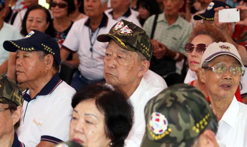 20180818-823砲戰60周年紀念音樂會,現場有不少當年參與戰役的老兵齊聚一堂。(蘇仲泓攝)