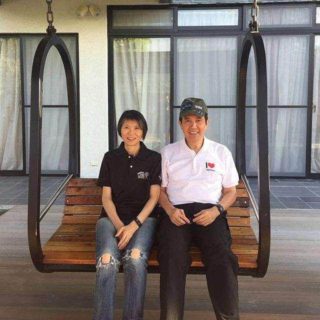 20180821-前總統馬英九與妻子周美青結褵41週年,馬昨(20)日在臉書貼出兩人同遊台東的照片。(取自馬英九臉書)