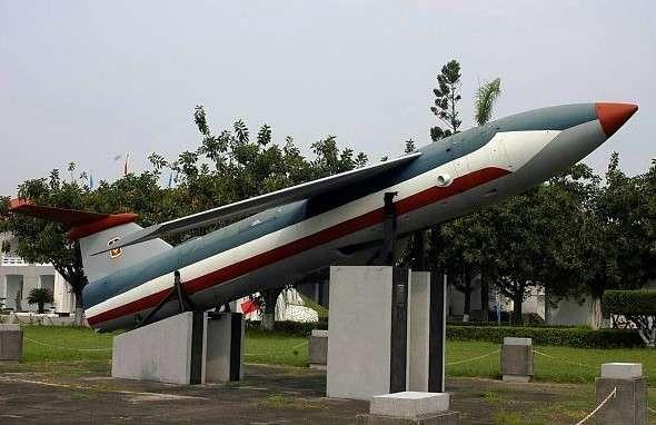 20180822-賈忠偉觀點-放置於臺南空軍基地的屠牛士飛彈模型(作者提供)