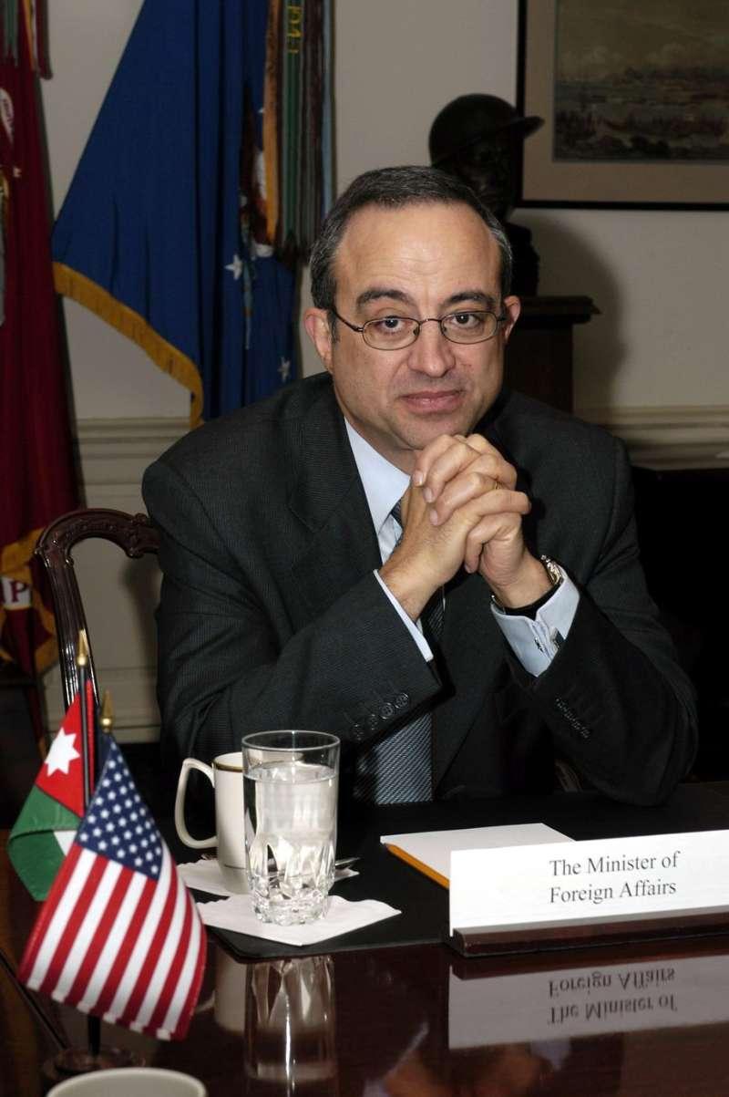 外交官穆阿瑟(Marwan Muasher)曾任約旦政府官員。穆阿瑟理論其實既理性,也歷史悠久。(取自維基百科)