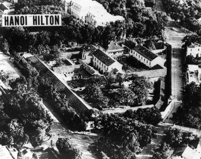 越戰期間北越惡名昭彰的「火爐監獄」(Hỏa Lò Prison),又稱「河內希爾頓」(The Hanoi Hilton)(Wikipedia / Public Domain)