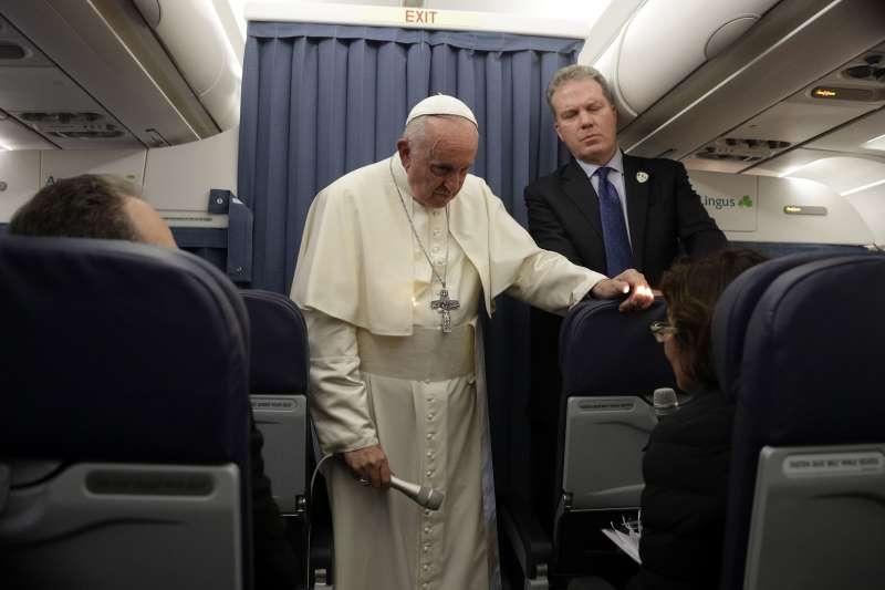 教宗方濟各拒絕回應維甘諾的公開信。(美聯社)