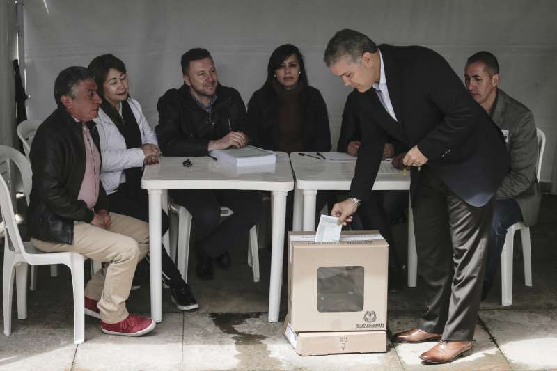 哥倫比亞舉行反貪公投,總統杜克(Iván Duque)也前往投票。(AP)