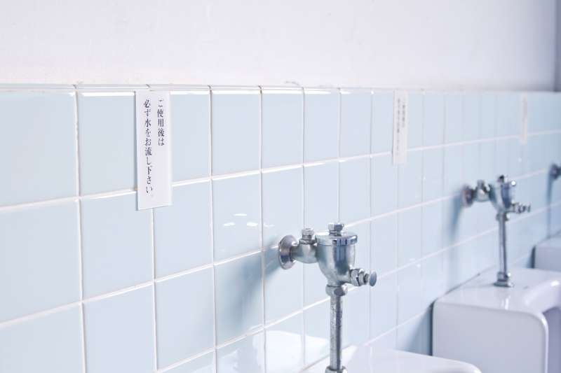 古代人日為尿是妙不可言的液體,不但能治病還能解毒。(示意圖非本人/pakutaso)