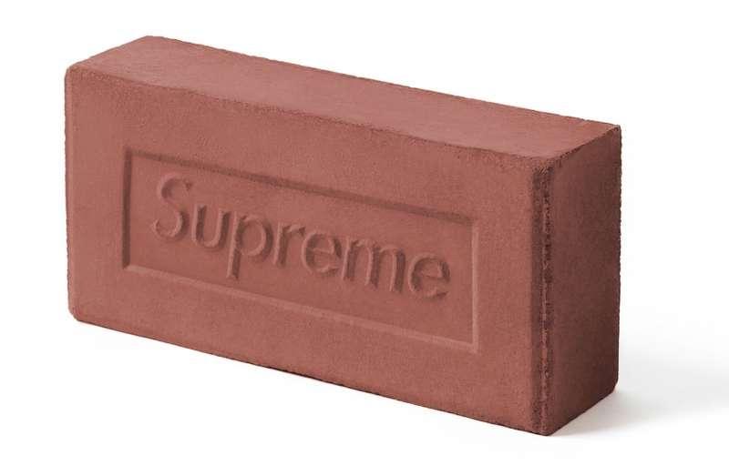 潮流品牌「Supreme」曾於2016年發售價格30美元的磚頭。(圖/取自ebay)