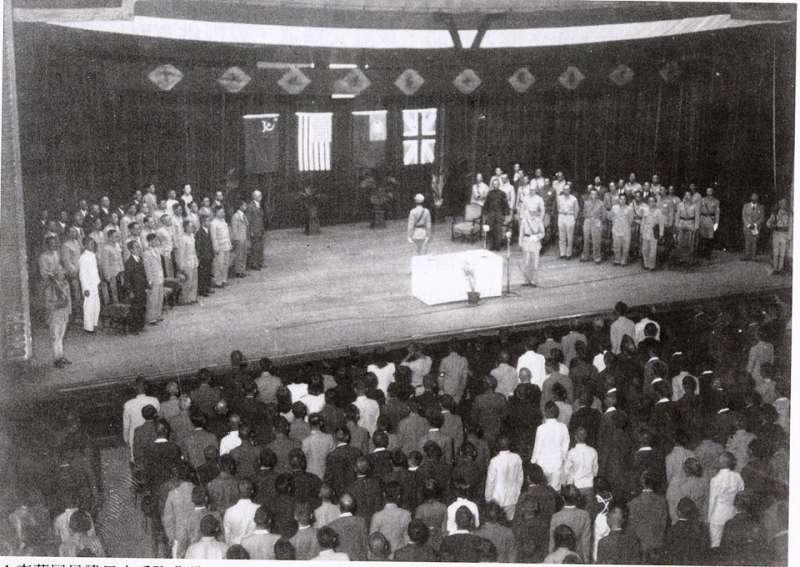 日本在台北市公會會堂(今中山堂)舉行投降儀式。(維基百科)