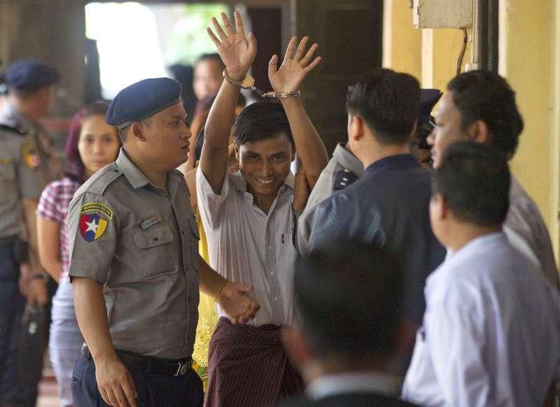 《路透》緬甸記者吳覺梭(中)表示記者並未犯罪,將繼續為新聞自由奮鬥(AP)