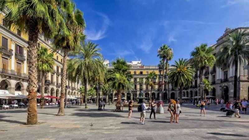 巴塞羅那的哥特區集中了大量 Airbnb 出租屋。(圖/BBC中文網)
