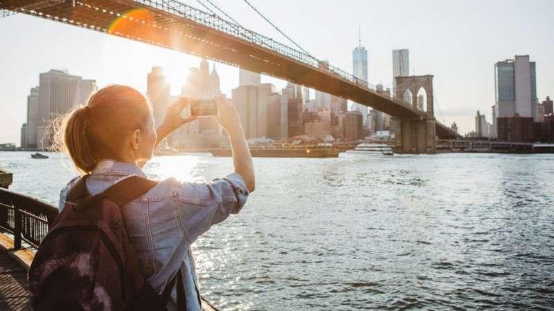 Airbnb是矽谷市值最高的公司之一,估計在300億美元左右。它的分支遍布世界各地。(圖/BBC中文網)