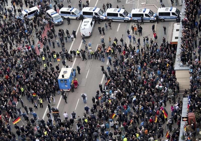 德國城市肯尼茲於9月1日又爆發大規模抗爭。(AP)