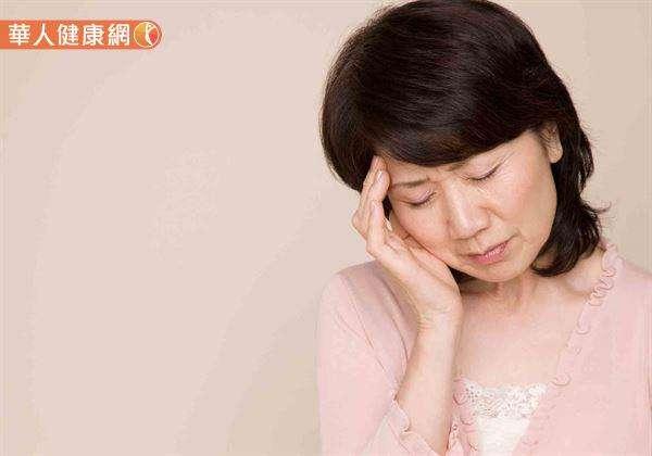 賴睿昕中醫師表示,日前門診就收治1名42歲的陳小姐,因嚴重偏頭痛、暈眩前來就醫。(圖/華人健康網提供)