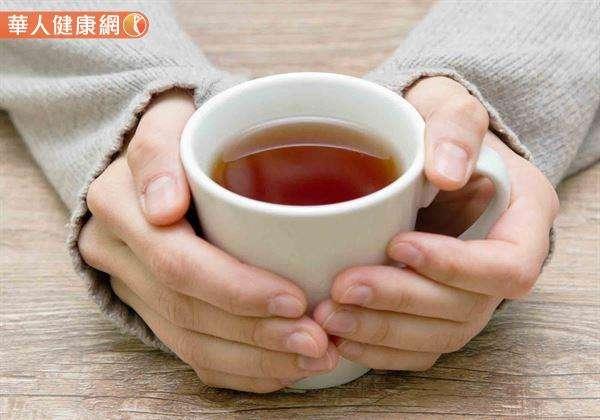 想要改善鼻過敏引起的頭痛,試著自製漢方「辛夷祛風茶」,適度飲用就是不錯的自我保健選擇。(圖/華人健康網提供)
