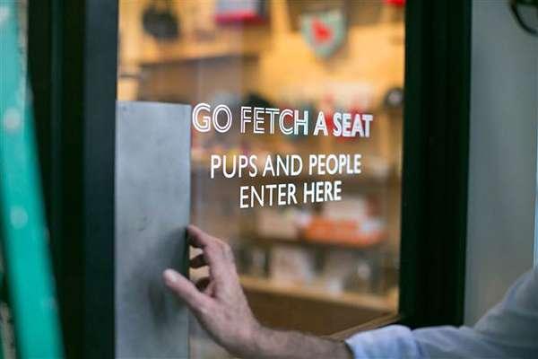 Boris & Horton餐廳的「兩腳獸」專用入口。(圖/澎湃新聞提供)