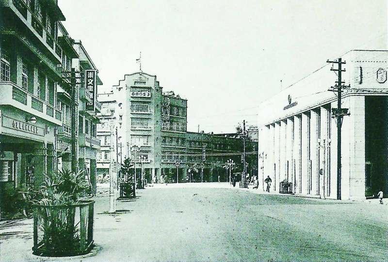 1930年代,林百貨是台南最高的建築,也是末廣町最「潮」的地標。(圖/遠流出版提供)