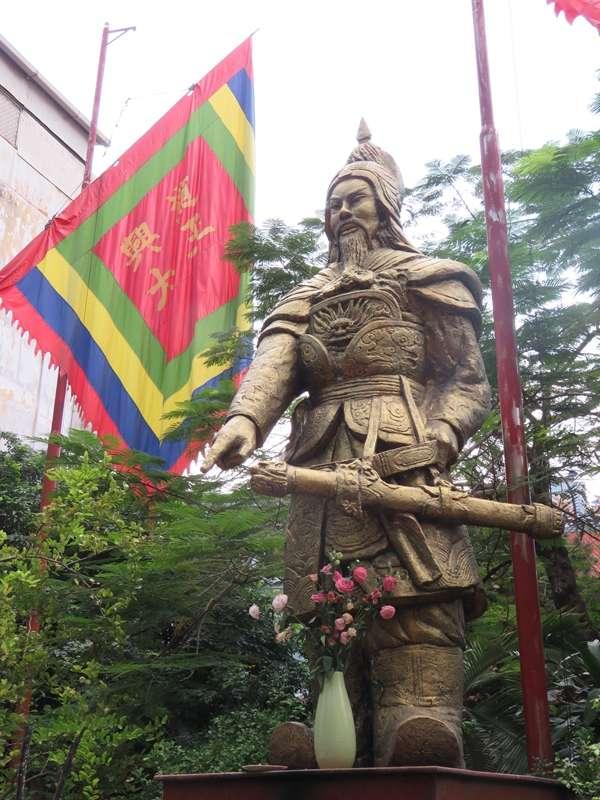 胡志明市陳興道殿裡的陳興道雕像。(圖/Nam Quốc Văn提供|想想論壇)
