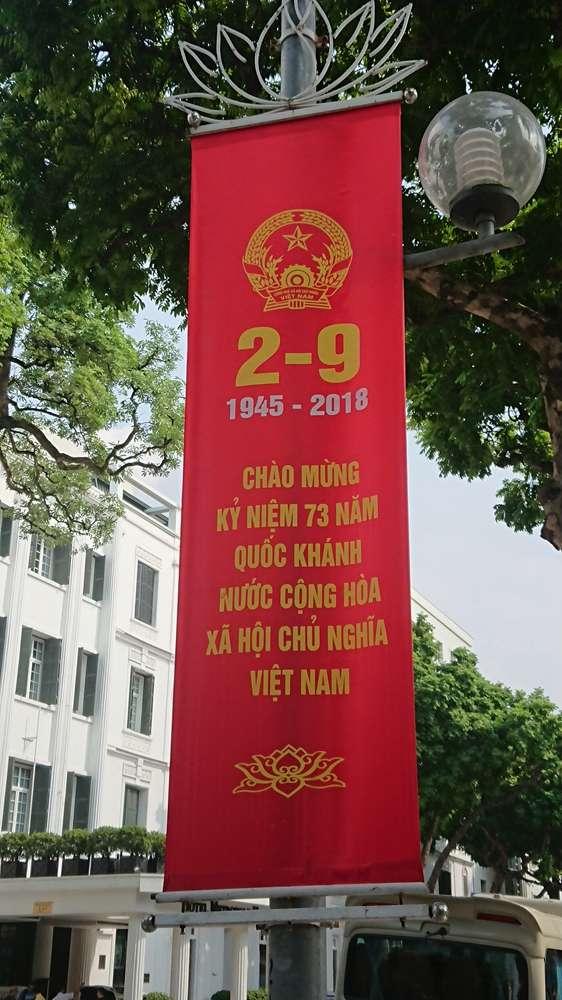 越南國慶日前街頭的紀念旗幟。(圖/Nam Quốc Văn提供|想想論壇)