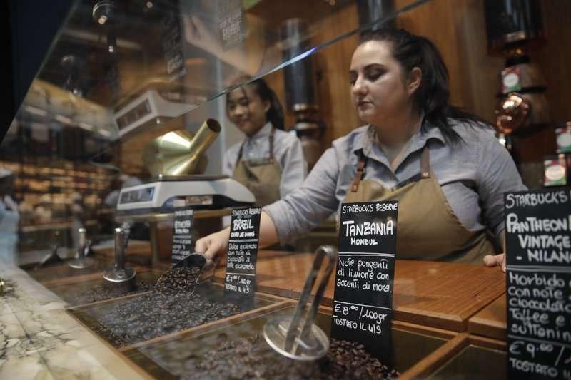 進軍義大利的星巴克希望以特殊品種的咖啡豆擄獲當地人的心。(AP)