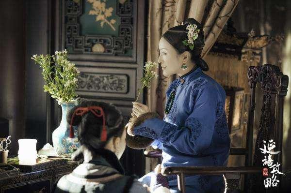 《延禧攻略》劇照,秦嵐飾演的富察皇后,其人設在近年來的宮鬥劇中罕見。(圖/澎湃新聞提供)