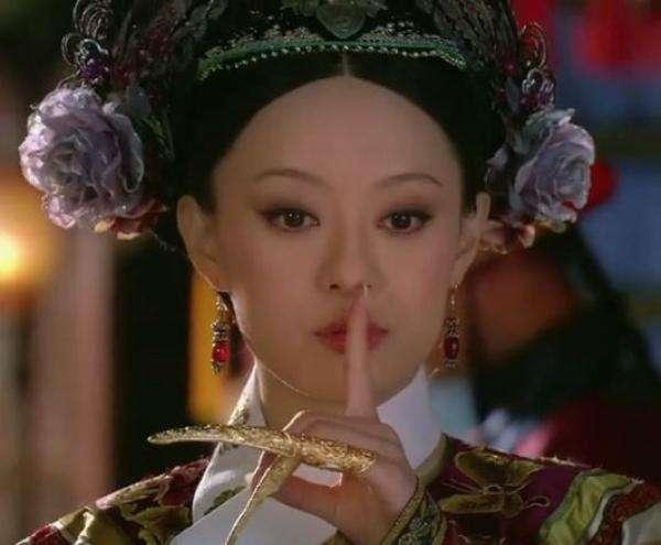 《甄嬛傳》劇照,該劇中的甄嬛(孫儷飾演),被許多觀眾稱為「宮鬥冠軍」(圖/澎湃新聞提供)