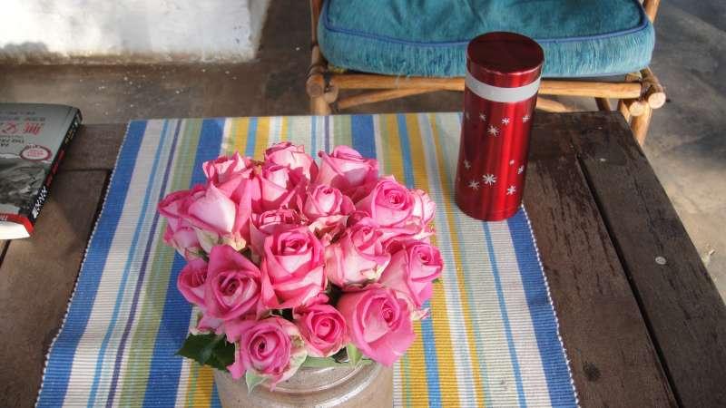 下榻的Longonot Lodge,位在Longonot 山腳、Naivasha湖畔,處處玫瑰,點綴浪漫。(圖/謝幸吟提供)