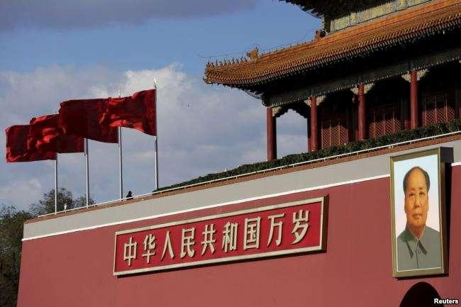 天安門廣場的毛澤東像。(美國之音)