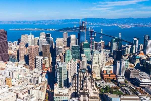 被視為全球科技重鎮之一的美國灣區(Bay Area)的城市米爾谷(Mill Valley),當地議會以擔心居民的健康和安全為由,通過一項緊急法案,禁止在住宅區部署小型5G無線通訊塔。(圖/數位時代提供)