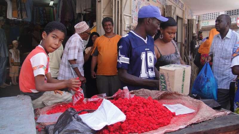愛吃甜食、愛吃油炸物的飲食習慣,導致蒙巴薩百姓有許多因肥胖而引發的慢性疾病,造成家庭與社會負擔。(圖/謝幸吟提供)