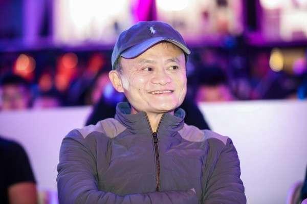 馬雲曾預告要退休多年,並於2013年先交出執行長大位,所以資本市場對他交棒董事長並不意外。(圖/阿里巴巴,數位時代提供)