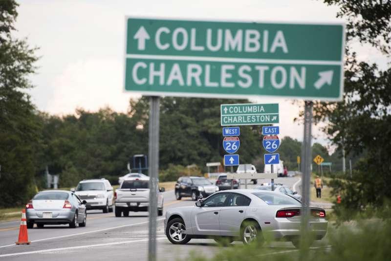 北卡羅來納州和維吉尼亞州共疏散逾150萬人。(美聯社)