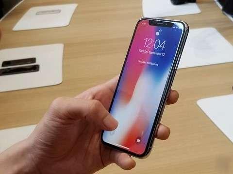 iPhone X成為最短命旗艦機皇。(圖/Di Động Việt@flickr)
