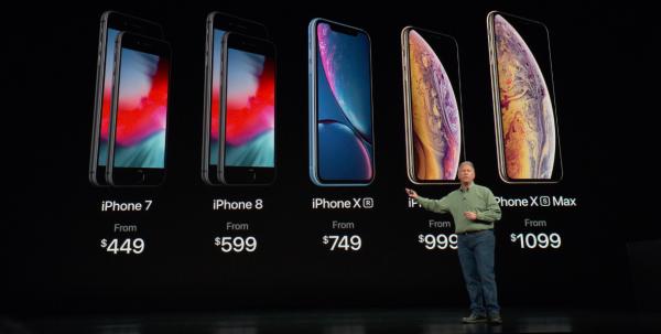 蘋果在秋季發表會上,從一年推1新機,到現在一年推3新機,除了iPhone X下架外,iPhone 7和iPhone 8系列仍降價在官網販售。(圖/Apple官網)