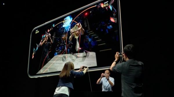 新款iPhone搭載最新A12 Bionic處理器,支援更強大的即時機器運算能力,讓AR遊戲更加逼真。(圖/Apple,數位時代提供)