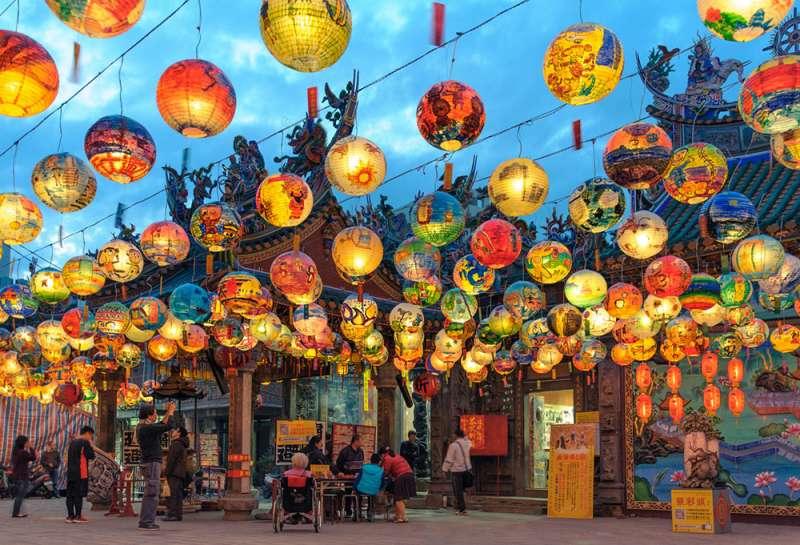 根據內政部統計,2018 年全台寺廟數量超過 1.2 萬座,數量不輸便利商店。(圖/ 取自iStock,研之有物提供)