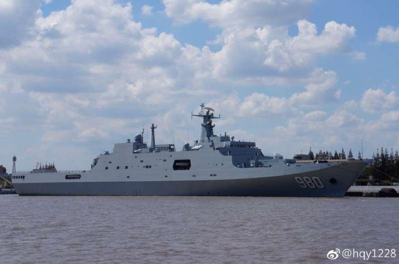 中國海軍的071型兩棲登陸艦。