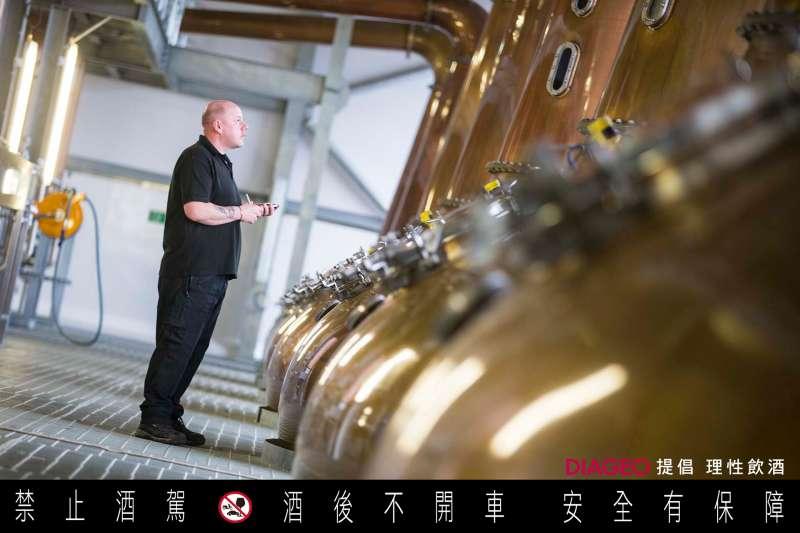 蒸餾器的尺寸和蒸餾時間長短,也是威士忌風味決定性的關鍵,需要經驗豐富的蒸餾大師把關。(圖/蘇格登)