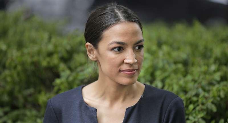 美國紐約西語裔女性亞莉珊卓.奧卡西歐-寇特茲寫下美國民主黨歷史新頁,成功贏得黨內提名初選(AP)