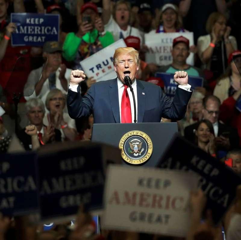 今年5月,美國總統川普在印第安納州造勢活動演講(AP)