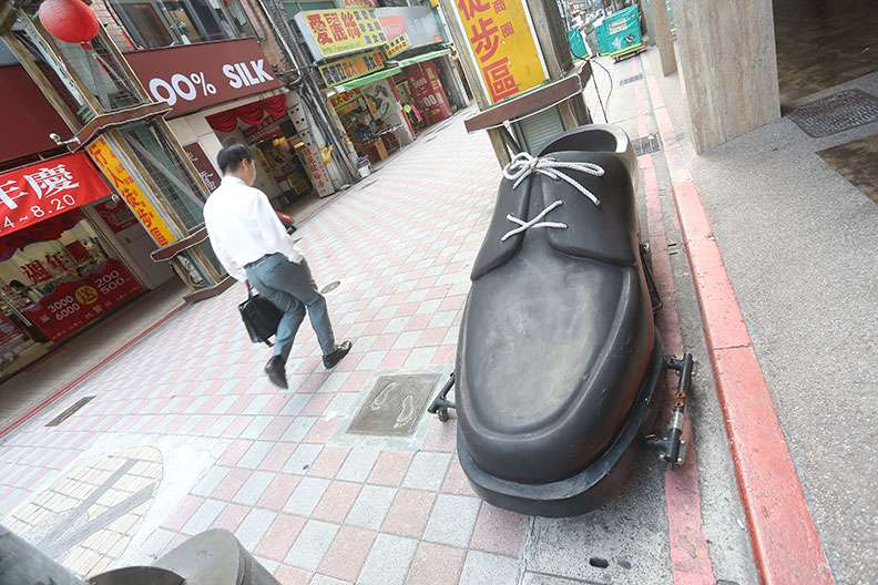 台北沅陵街原是台北採購皮鞋的重鎮,但現在也因為歇業潮呈現蕭條感。(圖/遠見雜誌)
